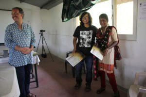 A_Rita Banerji presenting YELP certificate to Mina